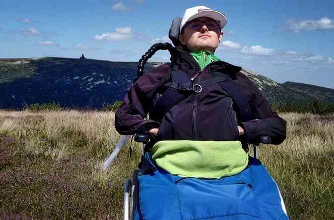 Martin trpí svalovou dystrofií. Získat elektrický vozík